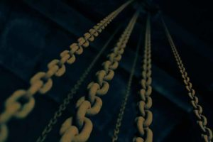 picutre of crane chains